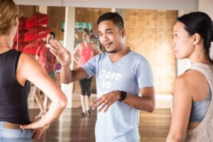 agung teaching salsa class at danse boot camp